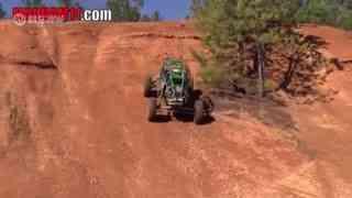 这个坡有点难 实拍钢管车冲坡挑战赛