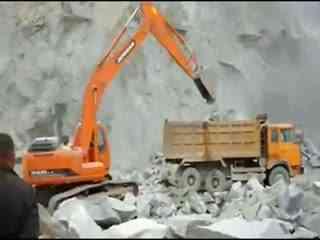 挖掘机 挖掘机视频 挖掘机工作视频表演 施工现场挖机装车5