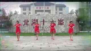 红领巾广场舞 马背上的情歌 多人版