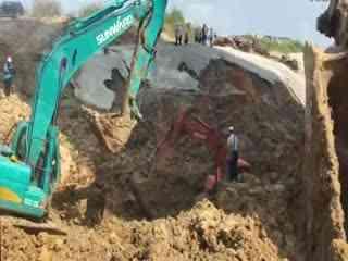 挖掘机事故视频