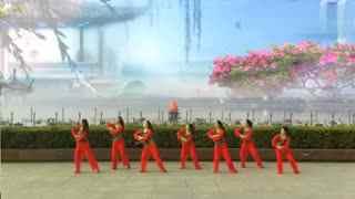 安庆小红人广场舞 山里人乐的好潇洒