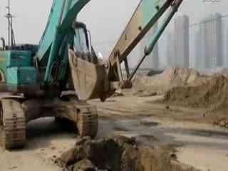 钩机视频大全 挖掘机工作视频表演 挖掘机装车