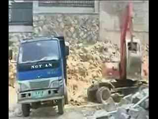 钩机视频大全 挖掘机工作视频表演 动画吊车挖掘机装车视频表演 1