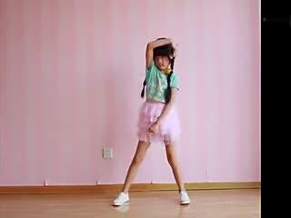 简单美丽的女孩卡通可爱儿童演绎舞蹈女生《可爱少女时代好学图片