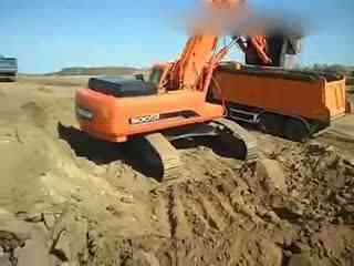 挖掘机装车视频 沃尔沃 挖掘实拍 挖机表演视频