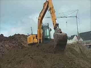 挖掘机装车视频 雷沃街舞视频表演 挖机表演视频