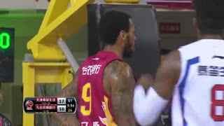 CBA视频-桑尼冲前场篮板强硬打2+1 天津VS吉林