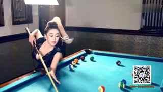 柔术美女解锁桌球新姿势 完爆九球天后潘晓婷
