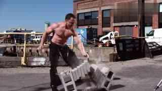 高清慢放100倍,看一掌劈断六块砖,肌肉波动清晰可见!