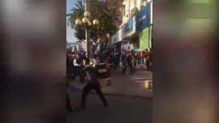 实拍美团与饿了么员工当街激烈上演全武行
