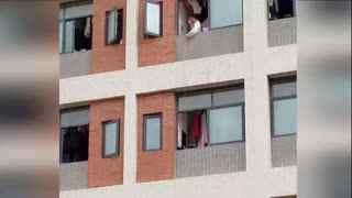 懒癌发作?女大学生用床单从6楼吊外卖