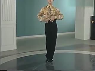 交谊舞中四教学视频 交谊舞慢三步花样 三步踩