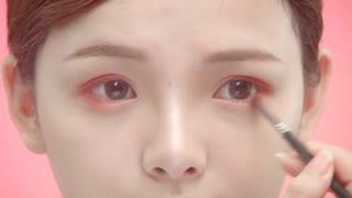 日系萝莉妆,年轻可爱女孩子的最爱妆容!