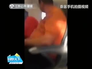亚裔乘客事件持续发酵 美联航重新道歉