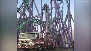 噩梦成真!过山车骤停24名游客被挂30米高空