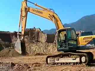 挖掘机翻车事故视频 各种挖掘机翻车事故视频