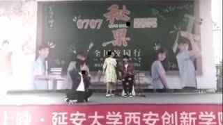陈凯歌儿子与欧阳娜娜玩自拍_俊男靓女配一脸