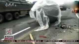 杭州高速上奥迪随意变道 突遭泰山压顶