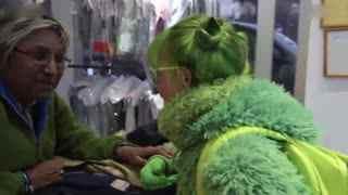 """美国""""绿夫人""""痴迷绿色20年 衣食住行一切全是绿色"""