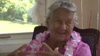 百岁老妇庆祝生日 透露长寿秘诀是酒