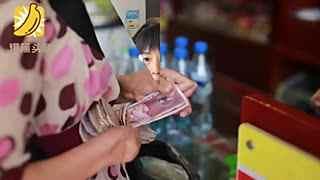 残疾女子靠两根手指日包数千抄手 赚两套房