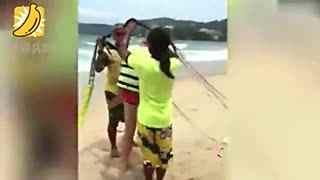 富商玩滑翔伞坠海 妻子冷静拍死亡视频