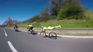 意大利自行车手超人飞行姿势骑行 速度惊人
