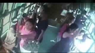眼镜男公交上同时猥亵4女孩,同车无人出声