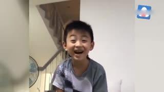 张柏芝晒带娃视频 两个儿子搞怪跳舞可爱萌帅