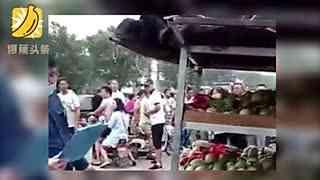 瓜农提醒顾客有小偷 被小偷及同伙围殴刺死