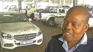 盗车贼用驴把偷来的豪车拖走 被警方发现弃车而逃