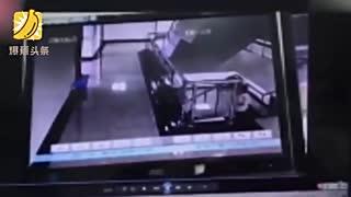 年轻母亲面试托员工照看2岁女儿 孩子从4楼坠亡