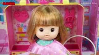 洋娃娃在理发店剪头发的过家家玩具故事