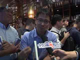 张召忠来了 65岁的他一晚签了600个名