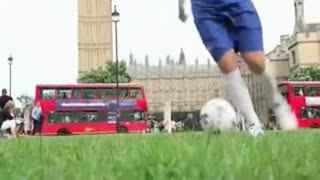 足球视频教学 插花脚过人教学足球教学视频