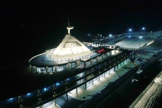 港珠澳大桥全线亮灯 夜景分为日常和假期两种模式