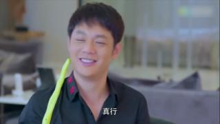 《向前一步是幸福》顾朝阳偷拍自己和孙小欧在家的私密画面放到网上