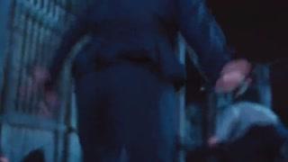 《魔都风云》叶飞路遇歹徒 夺刀化险为夷