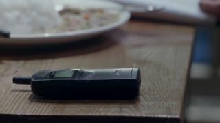 《生于70年代》齐战胜和大红吃饭,接温华电话心虚
