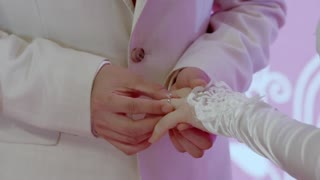 《生于70年代》齐战胜和大红婚礼如期举行