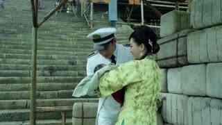 《喋血长江》向父把破轮船修好了重新出发,莫元清认为向家占他们便宜