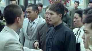 《喋血长江》向青云主持大局,给众人下跪赔罪