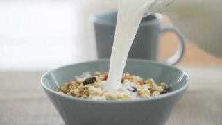 【一起来吃吧】网红麦片哪家强,拔得头筹的竟然是它?