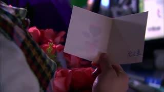 《佳期如梦》阮总给佳期送玫瑰花,佳期心情复杂,周静安发现她被烫伤