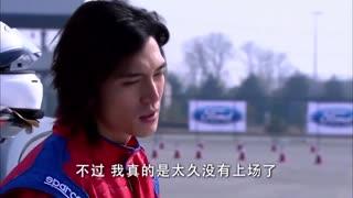 《佳期如梦》东子重新开始赛车训练,想参加比赛,教练劝他注意身体