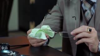 《小楼又东风》林主任再三提醒吴克,警惕带着青花瓷前?#21019;?#35754;的人