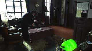 《破晓》新来警员时时谄媚,男子找到局长,手里竟不止一个嫌犯画像