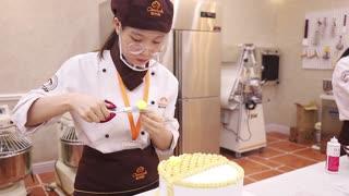 上海学西点哪家好欧米奇西点西餐学院裱花比赛视频