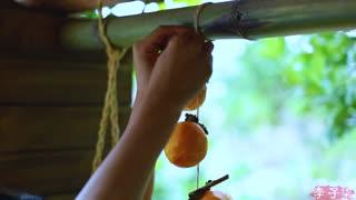 李子柒古香古食_20180830_又是漫山红遍,秋天自然要做些吊柿饼尝下丰收的甜
