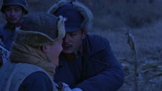 《豆娘》男子不顾一切吹响唢呐,为洞房中的兄弟报信,自己却光荣牺牲
